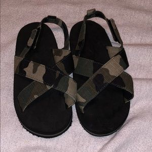 Other - Camo sandals